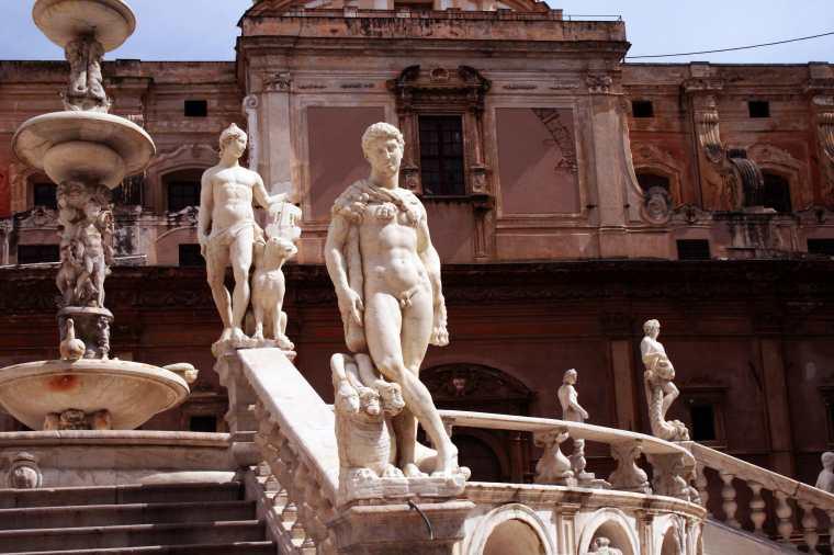 piazza pretoria-min