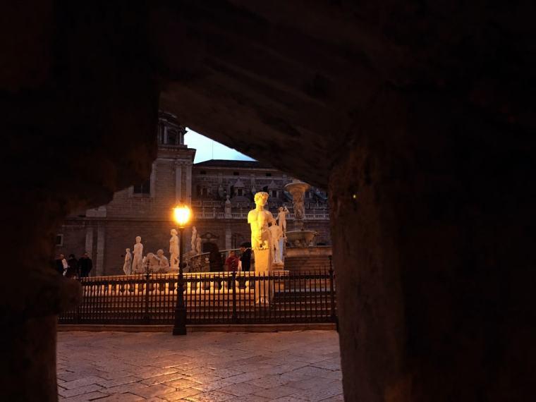scorcio piazza pretoria-min