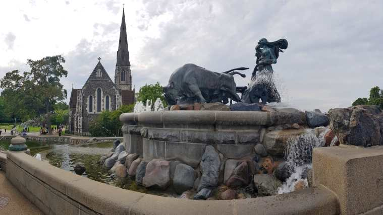 Fontana di Gefion e St. Alban's Churc-min