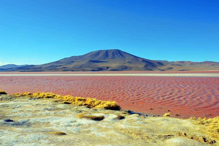 Laguna-rossa_Bolivia-min