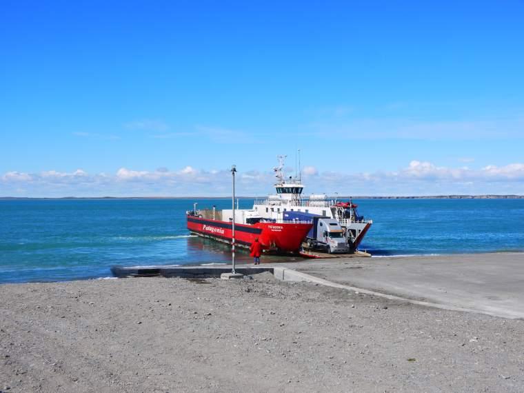 foto traghetto Patagonia-min