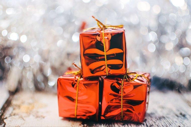 christmas-present-2178635_1280