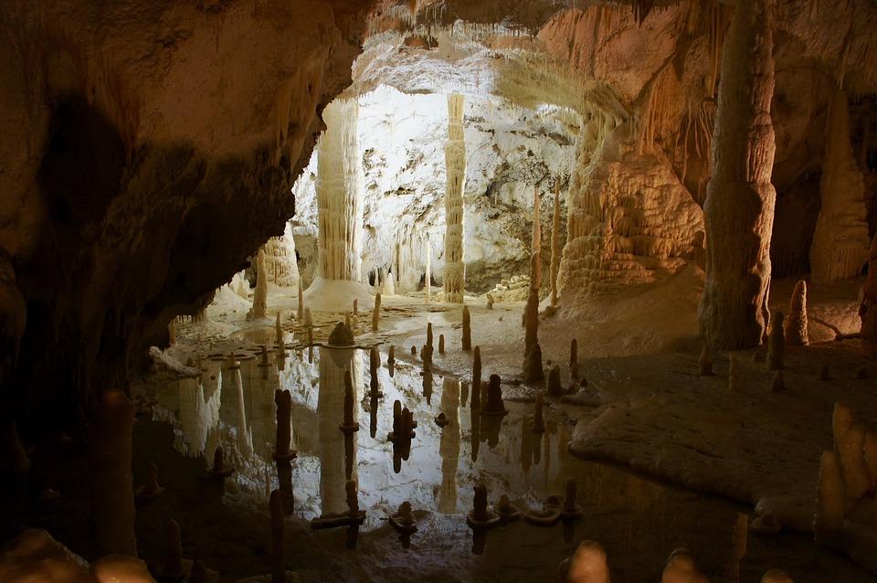 cave-2703778_960_720