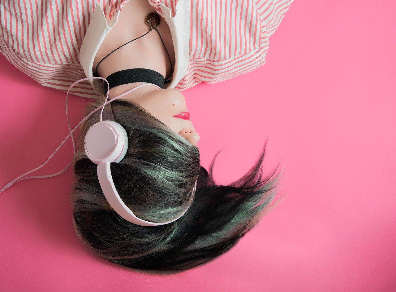 girl-1990347_1280